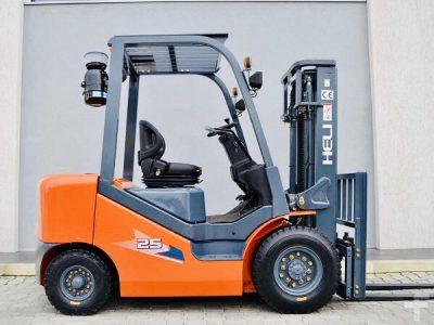 Xe Nang Dau Diesel 2.5 Tan