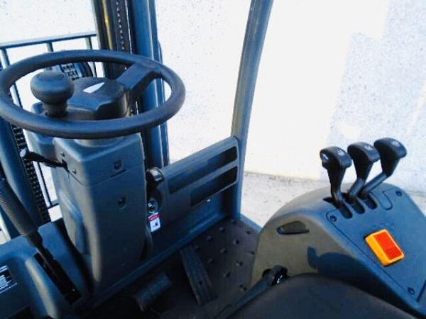 Buồng lái xe nâng điện Jungheinrich