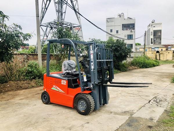 Xe nâng điện Lithium-ion 2.5 tấn tại kho Bình Minh